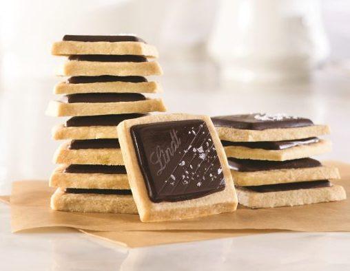 עוגיות חמאה פריכות עם מלח ים ושוקולד אקסלנס
